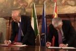 La firma della dichiarazione congiunta tra il ministro della Ricerca Marco Bussetti e il suo omolgo cinese Wang Zhigang