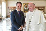 """Il premier Conte dal Papa per una visita """"privata"""": migranti e ambiente al centro del colloquio"""