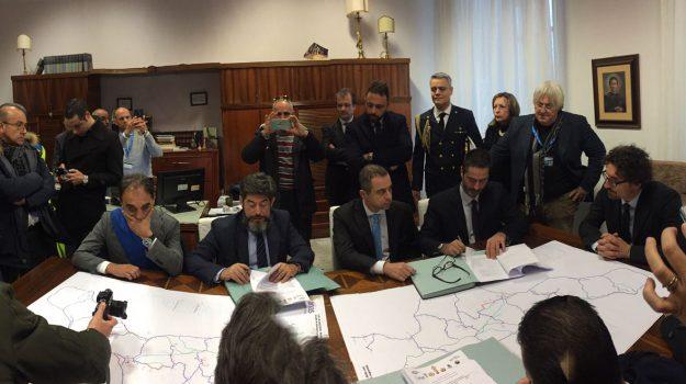 anas calabria, gestione strade anas, strade calabria, Danilo Toninelli, Calabria, Cronaca