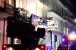 Incendio a Cutro, le immagini delle fiamme nell'appartamento