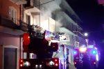 Incendio in un appartamento a Cutro, anziana e la figlia salvate dai carabinieri