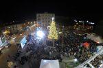 Messina, a piazza Cairoli comincia il Natale: acceso l'albero, tutti in fila per la ruota panoramica - Video