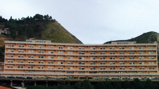 118, ospedale taormina, sovraccarico ambulanze, Gaetano Sirna, Messina, Sicilia, Cronaca