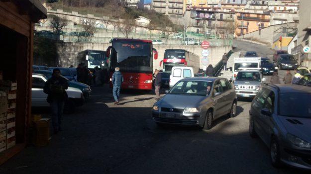 caos piazzale Simet, piazzale Simet, san giovanni in fiore, traffico piazzale Simet, Cosenza, Calabria, Cronaca