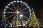 Gli allestimenti natalizi e la Ruota di piazza Cairoli