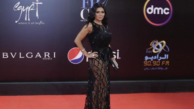 attrice egiziana, Rania Youssef, Sicilia, Mondo