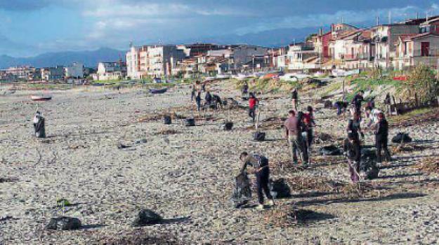 commissari Siderno Spiaggia, pulizia spiaggia Siderno, Recuperiamo la spiaggia, siderno, spiaggia Siderno, Reggio, Calabria, Cronaca