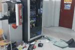 Sant'Eufemia, i vandali nella scuola media: assalto fallito allo Scientifico
