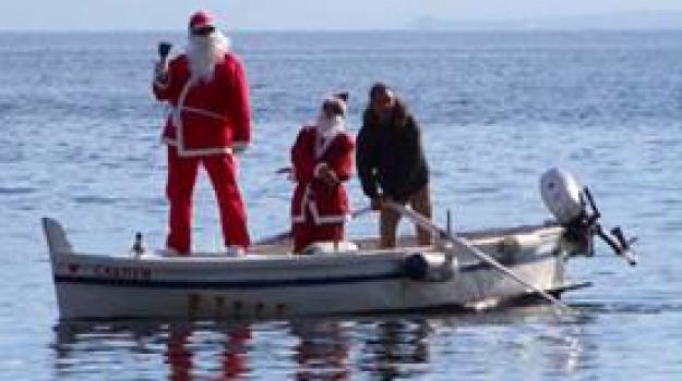 babbo natale lipari, babbo natale viene dal mare, presepe del mare lipari, Messina, Sicilia, Società