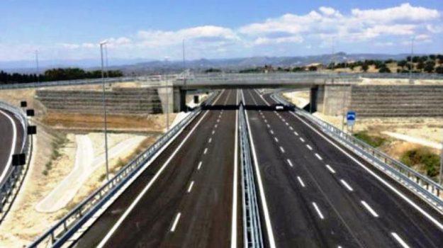 statale 106, Cosenza, Calabria, Economia