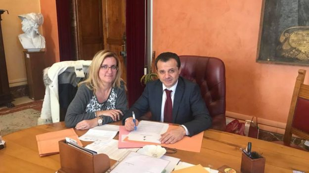 firma regolamento movida messina, messina, movida messina, regolamento movida Messina, Cateno De Luca, Messina, Sicilia, Politica