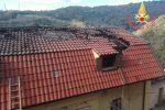 Un'abitazione va a fuoco a Feroleto Antico, salva una famiglia di 7 persone