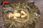 Dà fuoco al presepe della piazza di Sant'Onofrio e ruba il Bambinello, denunciato un 37enne