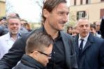Francesco Totti in visita al Bambino Gesu' di ROma