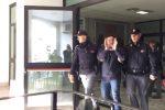 'Ndrangheta, blitz con 90 fermi nella Locride: gli arrestati escono dalla questura - Video