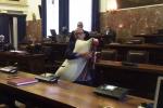 Comune di Messina, dopo il sindaco anche un consigliere in aula con la zampogna - Video