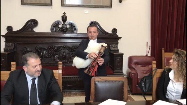 bando, comune di messina, scuola degli antichi mestieri e delle tradizioni popolari, Carlotta Previti, Messina, Sicilia, Politica