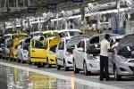 Lievitano i costi delle auto e gli acquisti calano, pesano carburante e tasse
