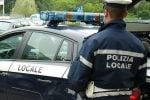 Reggio, in auto con il marito malato: la polizia locale li sanziona