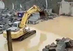 Il video girato in una cava in Brasile