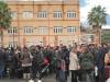 Il caos di candidati davanti al liceo