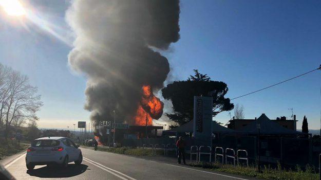 esplosione distributore, esplosione via salaria, morti esplosione, Sicilia, Cronaca