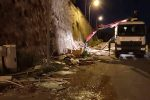 Legna accumulata per i falò a Messina, ecco le operazioni di rimozione - Video