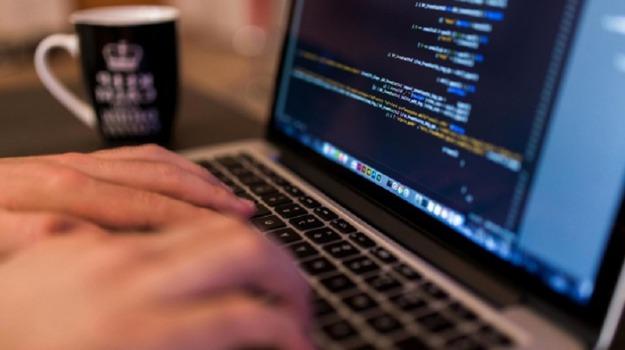 E-surv srl, hacker, virus spia, Diego Fasano, Salvatore Ansani, Calabria, Cronaca