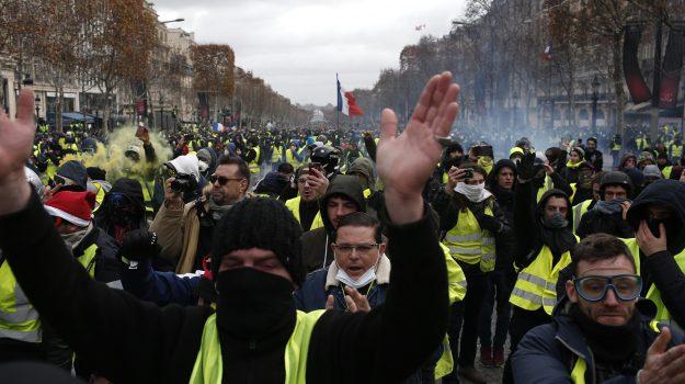 gilet gialli francia, manifestazione gilet gialli, protesta gilet gialli, Sicilia, Mondo