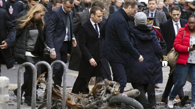 gilet gialli, macron gilet gialli, proteste francia, proteste gilet gialli, Emmanuel Macron, Sicilia, Mondo