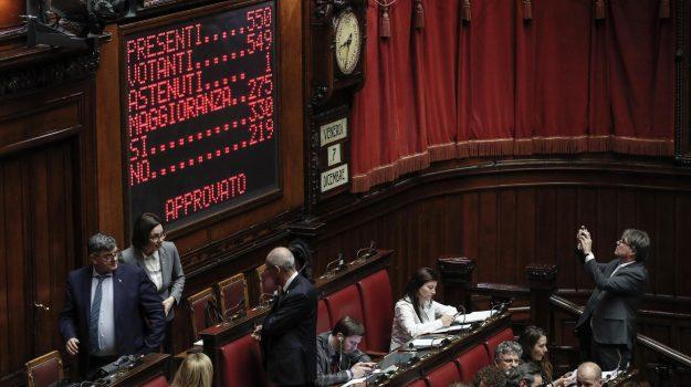 camera approva manivra, legge di bilancio, manovra di goverso, Giuseppe Conte, Luigi Di Maio, Matteo Salvini, Sicilia, Politica