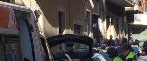 Il palazzo dove un'intera famiglia è stata trovata senza vita dai carabinieri a Paternò