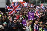 """La Brexit è un """"tradimento"""", l'ultradestra inglese scende in piazza a Londra"""