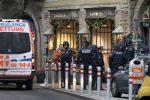 Sparatoria in pieno centro con un morto a Vienna. Panico, ma non è terrorismo