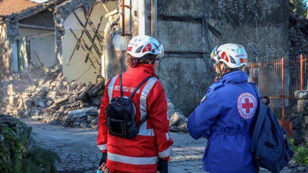eruzione etna, messina catania a18 chiusa, sciame sismico, sfollati, terremoto catania, terremoto etna, Sicilia, Cronaca