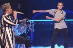 Il balletto di Backpack Kid che ruba la scena a Katy Perry