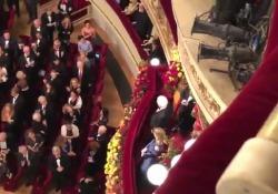 Il presidente accolto da ovazioni dal pubblico