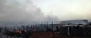 Una immagine dell'incendio di luglio a San Ferdinando