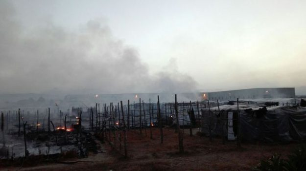 incendio baraccopoli san ferdinando, Becky Moses, Lise Emike Potter, Reggio, Calabria, Cronaca