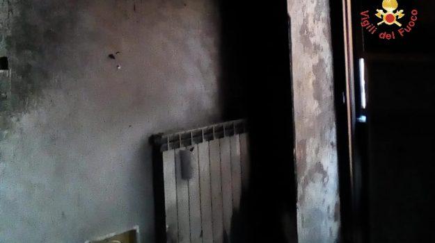 incendio taverna, Catanzaro, Calabria, Cronaca