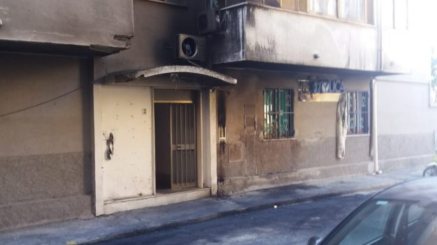 auto, condominio, incendio, tropea, Catanzaro, Calabria, Cronaca