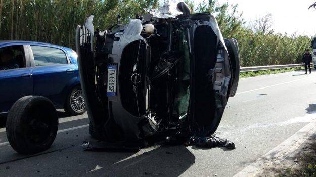 feriti incidente badolato, incidente stradale badolato, scontro auto statale 106, Catanzaro, Calabria, Cronaca