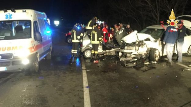incidente simeri crichi, morti giovani, statale 106, Catanzaro, Calabria, Cronaca
