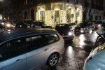 Messina, isola pedonale fra traffico e polemiche: le auto superano le transenne - Foto