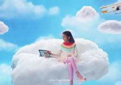 La bimba chiede alla nonna di non prendere più l'iPad perché ormai lei è cresciuta e ha bisogno di un vero computer. L'attacco diretto al re dei tablet