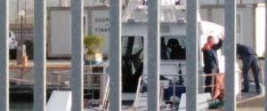 Corigliano, cadavere nelle acque del porto: forse ucciso da uno sparo