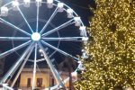 La ruota e l'albero allestiti a piazza Cairoli