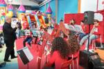 Noi Magazine, la festa è anche musica: ecco l'esibizione di alcuni studenti - Video