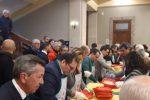 Messina, pranzo di solidarietà al Comune: sindaco e assessori servono i bisognosi