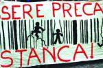 Striscione di protesta contro il precariato